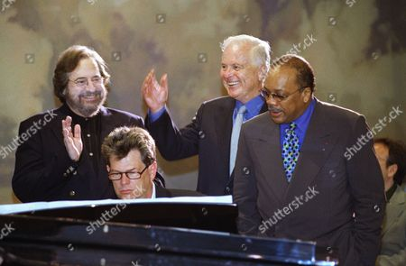 Los Angeles Mayor Richard Riordan, second from right, joins musicians Phil Ramone, David Foster and Quincy Jones, left to right, in a rendition of Randy Newman?s ?I Love L.A.? after announcing that the Grammy Awards are returning to Los Angeles during a news conference in Beverly Hills, California on . The announcement comes four months after New York Mayor Rudolph Giuliani got in to a public spat with the head of the awards show