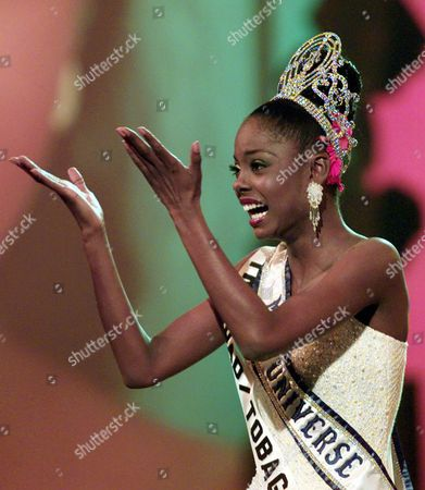 MISS TRINIDADO TOBAGO Miss Trinidado Tobago Wendy Fitzwilliam kisses to spectators after she was selected the Miss Universe 1998 in Honolulu, Hawaii, May12