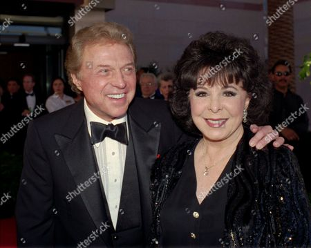 """GORME LAWRENCE Steve Lawrence and Eydie Gorme arrive at the black-tie gala called """"Thanks Frank"""" honoring Frank Sinatra in Las Vegas. Gorme, a popular nightclub and television singer as a solo act and as a team with husband Steve Lawrence, has died. She was 84. Her publicist, Howard Bragman, says she died at a Las Vegas hospital following an undisclosed illness"""