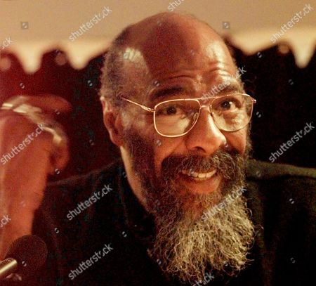 HAVENS Singer-songwriter Richie Havens speaks during a news conference in New York, to announce the first annual Native American Music Awards. Havens, who sang and strummed for a sea of people at Woodstock, has died at 72. His family says in a statement that Havens died, of a heart attack