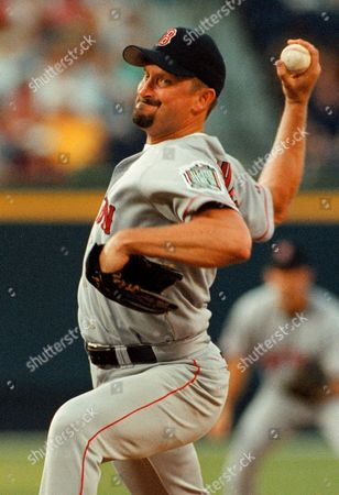 SABERHAGEN Boston Red Sox starting pitcher Bret Saberhagen delivers to an Atlanta Braves batter in the bottom of the first inning of their interleague game, at Turner Field in Atlanta