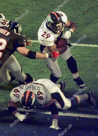 GRIFFITH Denver Broncos fullback Howard Griffith (29) plows through a hole in the Atlanta line to score Denver's first touchdown in the first quarter of Super Bowl XXXIII in Miami, . On the ground in front of Griffith is teammate Mark Schlereth. Moving in at left is Falcons linebacker Craif Sauer