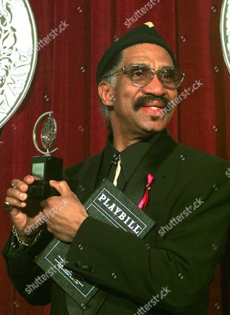 FAGAN Garth Fagan accepts the 1998 Tony award for Best Choreography for The Lion King backstage at New York's Radio City Music Hall Sunday evening