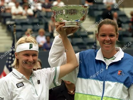 NOVOTNA DAVENPORT Jana Novotna, of the Czech Republic, left, and doubles partner Lindsay Davenport, of Newport Beach Calif. hold their trophy after defeating Gigi Fernandez, of Aspen Colo., and Natasha Zvereva, of Belarus, 6-3, 6-4 at the U.S. Open in New York