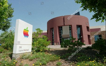 APPLE COMPUTER Apple Computer Inc., will close its printed circuit board assembly plant, shown in Elk Grove, Calif., by the end of the year and lay off 250 people. The layoffs will count toward the 2,800 job cuts already promised by company Chairman Gil Amelio, hired by Apple in February to reverse a record $740 billion loss