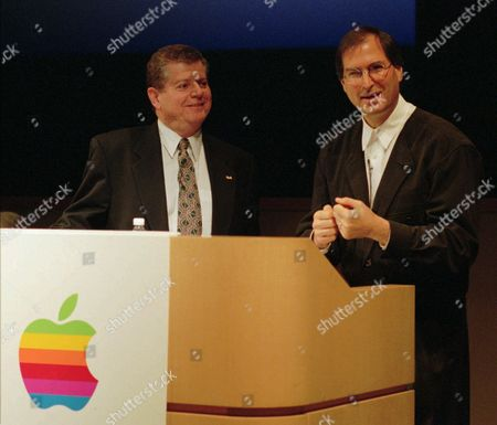 AMELIO JOBS Apple Computers Inc co-founder Steve Jobs, right, and present Chief Executive Officer Gil Amelio smile during news conference at Apple headquarters in Cupertino, Calif., Friday night, after an agreement between Apple and Next Software, the company Jobs co-founded