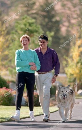 """TENNILLE DRAGON Toni Tennille, left, and Daryl Dragon, the musical duo The Captain and Tennille, enjoy a walk around their home with their dog Spooner, in Washoe Valley, south of Reno, Nev., . It's been 20 years since their song """"Love Will Keep Us Together"""" charted at No. 1 to earn a Grammy. Now they have a reprise album and an encore at the altar to celebrate both their platinum record and their platinum anniversary"""