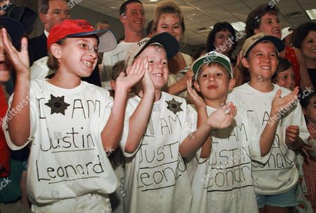 """YANCEY EVENS JACKSON A group of young supporters for Dallas golfer Justin Leonard wear """"I am Justin Leonard"""" T-shirts as they cheer on his arrival at the Dallas-Fort Worth International Airport in Grapevine, Texas, Monday evening, . Leonard won the British Open Sunday. From left are Britney Yancey, Drew Evens, Tyler Jackson and Carly Jackson"""