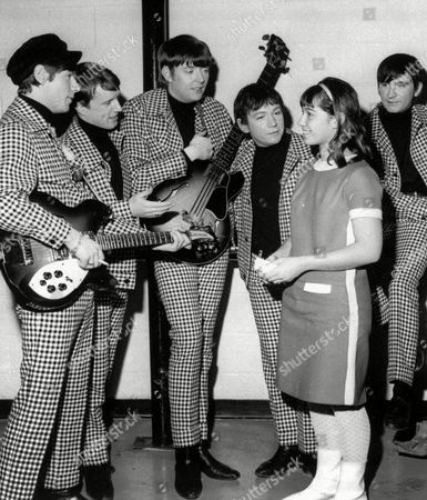 "CHAS CHANDLER ANIMALS Chas Chandler, shown at center with other members of The Animals and an unidentified autograph seeker in this 1966 photo, died, in Newcastle-upon-Tyne, England. He was 57. Chandler, whose bass playing helped The Animals hit it big in the '60s with songs such as ''The House of The Rising Sun,'' died at Newcastle General Hospital where he was undergoing tests related to an aortic aneurysm, said Keith Altham, a long-time friend. After the group split up in 1966, Chandler produced the first two Jimi Hendrix albums, ''Are You Experienced?'' and ''Axis: Bold as Love."" Pictured, from left, are: Hilton Valentine, John Steel, Chandler, Eric Burdon, unidentified and Dave Rowberry"