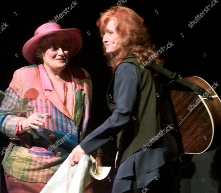 """Stock Image of RAIT ABZUG Bonnie Raitt, right, sings with Bella Abzug, in Chicago at a """"60s Revisited"""" concert performance at McCormick Place. Chicago is hosting the Democratic National Convention for the first time since the tumultuous 1968 convention"""