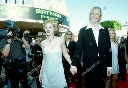 "Drew Barrymore Eric Erlandson Actress Drew Barrymore, left, and her boyfriend, Eric Erlandson, guitarist for the rock group Hole, arrive at the world premiere of the movie ""Batman Forever"" in Los Angeles, Ca"