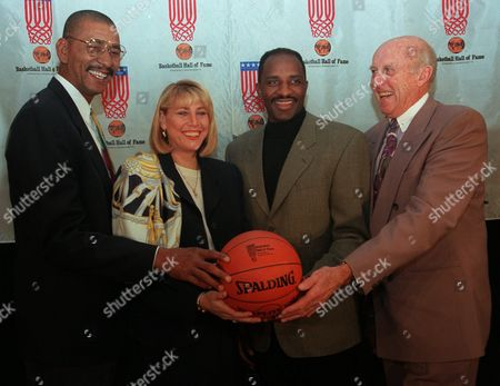 """YARDLEY Former basketball greats, from left, George """"Iceman"""" Gervin, Nancy Lieberman-Cline, David Thompson, and George Yardley pose after their induction into the Basketball Hall of Fame during a press briefing in New York Tuesday, February 6,1996. Other inductees are former UCLA and Los Angeles Lakers star Gail Goodrich and the late Kresimir Cosic of Croatia"""