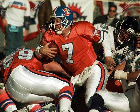 ELWAY SCHLERETH HARDY Denver Broncos quarterback John Elway gets stopped short of at the Jacksonville Jaguars goal line on a keeper play during first quarter action in Denver on . Denver's Mark Schlereth (69) blocks on left as Jacksonville's Kevin Hardy (51) looks on at right