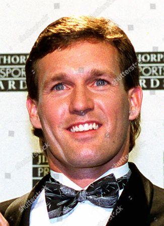 JANSEN Speedskater Dan Jansen is shown in this photo. The hard-luck Olympian who finally won a gold medal in the 1994 Winter Olympics, has filed for divorce from his wife, Robin. The split was ''very sad for all of us, for Robin and me and our families,'' Jansen said Wednesday. The couple married in 1990