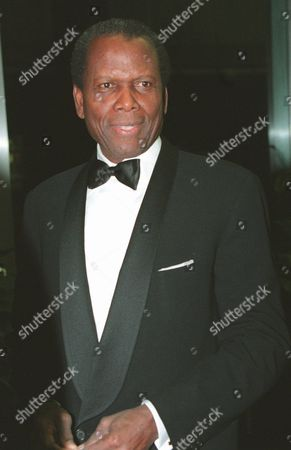 Sydney Poitier enters the State Department for a reception and dinner Saturday night in Washington as part of the festivities for the Kennedy Center honors of 1995. Jacques D'Amboise, Marilyn Horne, B.B. King, Poitier and Neil Simon are to be given national recongnition at the 18th Annual Celebration of the Performing Arts at the Kennedy Center on Sunday, Dec. 3