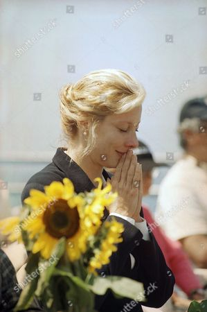 Valerie Wildman prays at the end of a memorial service for her friend Margaux Hemingway at the Santa Monica pier in Santa Monica, California on . The actress-model's decomposed body was found on July 1 in her Santa Monica apartment