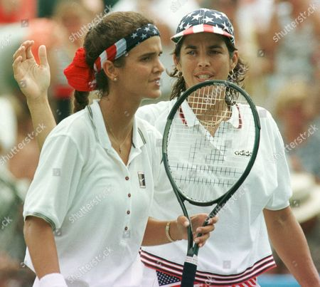 FERNANDEZ USA's Gigi Fernandez, right, and Mary Joe Fernandez leave the court after their doubles match with the French team of Mary Pierce and Nathalie Tauziat at the Stone Mountain Tennis Center . Fernandez and Fernadez defeated the French team 6-4, 6-3 in the Centennial Olympic games