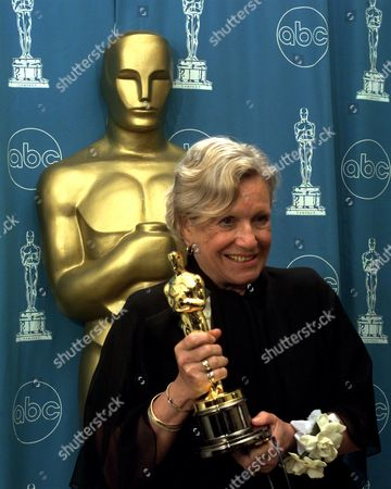 "ROTH Ann Roth holds her oscar for photographers backstage at the 69th annual Academy Awards in Los Angeles . Roth won Best Costume Design for ""The English Patient"