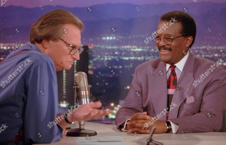 """COCHRAN KING Defense attorney Johnnie Cochran Jr., right, sits for an interview with the host of the """"Larry King Live"""" show Wednesday evening, in the Hollywood section of Los Angeles. Cochran was the lead attorney in the O.J. Simpson double-murder trial which ended with acquittal for Simpson on both counts Tuesday"""