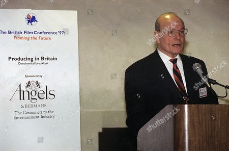 Editorial picture of Sir Sydney Samuelson Speaking News Conference, Burbank, USA