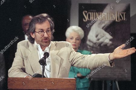 "Richards Spielberg Oscar-winning director Steven Spielberg makes a point to a group of high school students who watched the film ""Schindler's List"" at a theater in Houston, . Spielberg was joined by Texas Governor Ann Richards, background, for a question and answer period after the film"