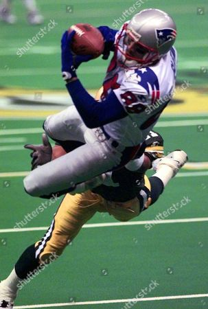 ROBINSON GLENN New England Patriots' Terry Glenn catches a pass despite the defense by Green Bay Packers Eugene Robinson during Super Bowl XXXI in New Orleans