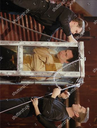 """BURTON Master magician Lance Burton is padlocked in a cramped, water-filled chamber, in Las Vegas during taping of his NBC special """"Lance Burton: Master Magician: The Encounter"""