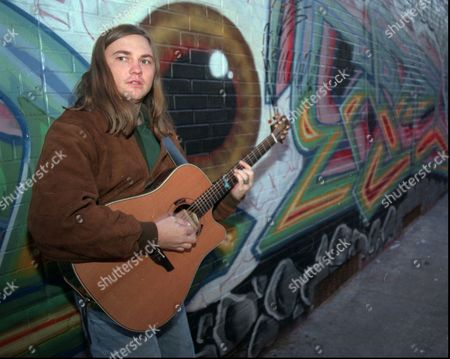 "EDWIN MCCAIN Singer-guitarist Edwin McCain poses for a photographer outside Philadelphia's Theatre of the Living Arts . McCain is on the road these days promoting his debut Atlantic album, ""Honor Among Thieves"