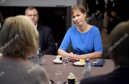 Estonian president Kersti Kaljulaid (r.) and Speaker of Parliament Maria Lohela (foreground left) meet in the Finnish Parliament