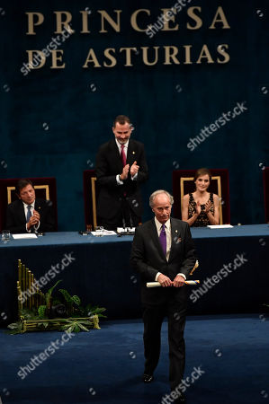 Richard Ford Richard Ford of the US gestures after receiving the Princess of Asturias Literature award from Spain's King Felipe VI at a ceremony in Oviedo, northern Spain