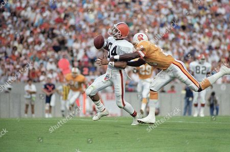 Cleveland Browns wide receiver Webster Slaughter (84) catches a first quarter touchdown pass from Bernie Kosar beating Tampa Bay's Rod Jones to the goal line, in Tampa, Fla