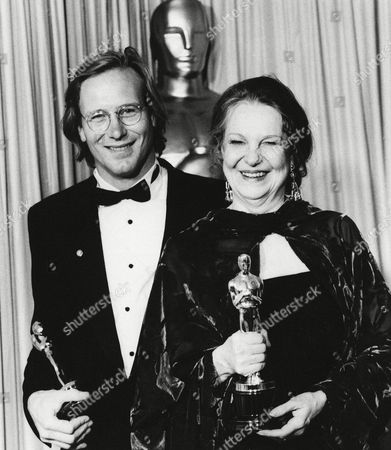 "William Hurt, who won Oscar for best actor for ""Kiss of the Spider Waman,"" and Geraldine Page, who won Oscar for best actress for ""The Trip to Bountiful "" pose with their Oscars at Academy Awards in Los Angeles"