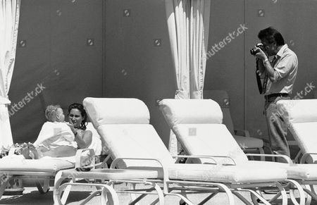 Dustin Hoffman, Lisa Hoffman, Max Hoffman Actor Dustin Hoffman makes a picture of his wife and 6-month-old son Max at poolside at a Beverly Hills, California hotel on