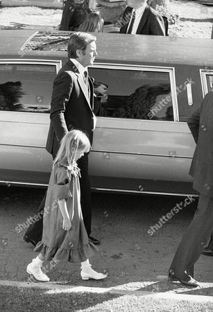 Robert Wagner, Courtney Wagner Actor Robert Wagner holds the hand of his 7-year-old daughter Courtney as he leaves Westwood Memorial Park after funeral services for his wife, Natalie Wood on in Los Angeles. About 100 persons gathered for the afternoon services for the 43-year-old actress, who apparently drowned in the waters off Santa Catalina Island