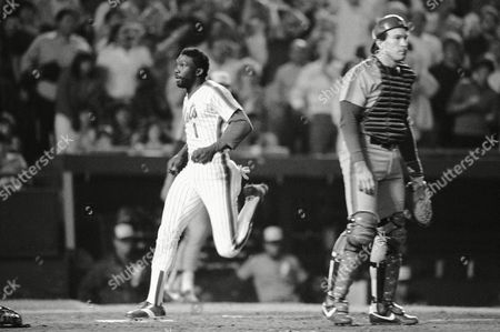 The Montreal Expos Andre Dawson, right, gets a hand from Gary Carter after his two run homer brought in Pete Rose in the fourth inning of game against the New York Mets' pitcher Dwight Gooden in evening, in New York