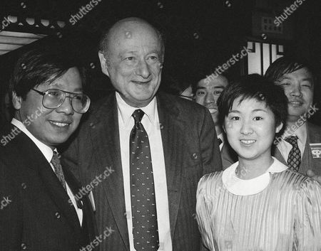 Maya Ying Lin, designer of the Vietnam Veterans Memorial in Washington, D.C. met with Mayor Ed Koch of New York and Richard Kuo, chairman of the Chinatown planning council. Miss Lin, in New York, was voted by the New York City Council as the Women of the Year for 1983. Miss Lin is from Athens, Ohio