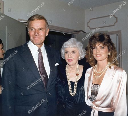"Charlton Heston, Barbara Stanwyck, Katherine Ross Charlton Heston, Barbara Stanwyck and Katherine Ross at a Los Angeles party for ""The Colbys"" 1986"
