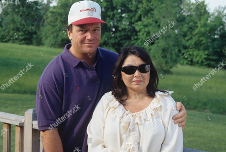 Tom Arnold and Roseanne Barr in 'Hollywood Women' - 1994