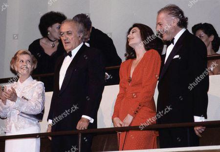 Federico Fellini, Giulietta Masina, Marcello Mastroianni, Anouk Aimee Film director Federico Fellini, center, arrives at Avery Fisher Hall with wife Giulietta Masina, left, Marcello Mastroianni, right, and Anouk Aimee, New York