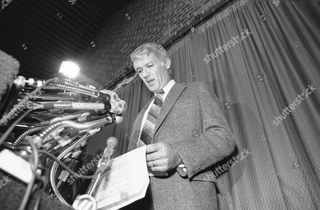 Jack Donlan Jack Donlan, the National Football League owners chiefs negotiators, reads a prepared statement saying on in Cockeyville, Maryland, that the talks in the 33-day-old players strike are being recessed. Both sides agreed to recess the talks indefinitely