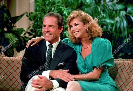 "Johnson Gifford Frank Gifford, left, ABC sports commentator, poses with his fiancee, talk show host Kathy Lee Johnson, during taping of ABC's ""Good Morning America"" in New York City on . The couple were interviewed on the TV program about their engagement and wedding plans. They met in 1982 when they were substitute co-hosts for ""Good Morning America"