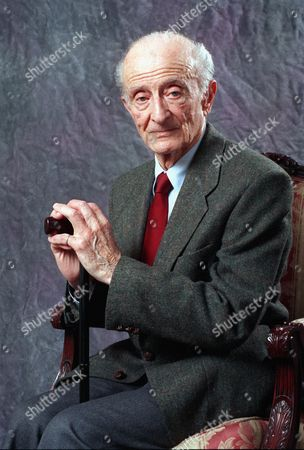 "FRED ZINNEMANN Film director Fred Zinnemann, 84, poses after an interview in New York City in Jan. 1992. Zinneman has written his autobiography called, ""Fred Zinneman: A Life in the Movies"