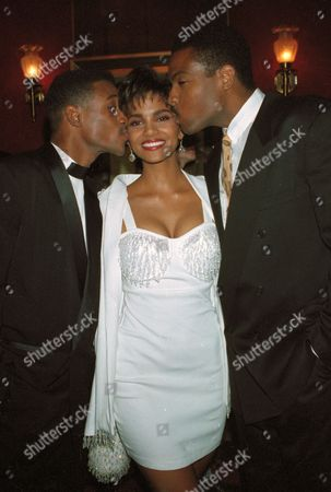 """Berry Davidson Phillips Actress Halle Berry, center, gets kisses from co-stars Tommy Davidson, left, and Joseph C. Phillips during the New York premiere of their romantic comedy film """"Strictly Business,"""" Monday night"""