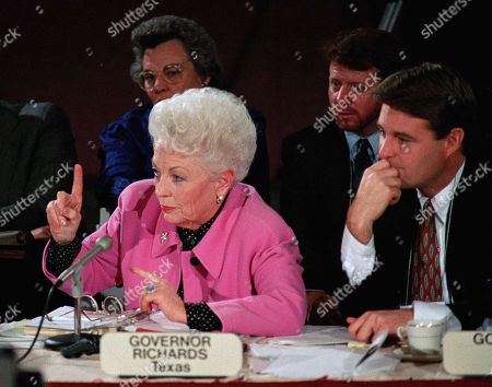 Texas Gov. Ann Richards, left, and Indiana Gov. Evan Bayh, both Democrats, discuss universal health care during the Task Force on Health Care committee meeting at the National Governors' Association winter meeting in Washington