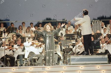 """Zubin Mehta, Marilyn Horne Marilyn Horne performs as Zubin Mehta conducts the New York Philharmonic during the """"International Concert in the Park"""" on the Great Lawn of New York's Central Park on . Hundreds of thousands of people assembled to listen to a musical celebration of the centennial of the Statue of Liberty"""
