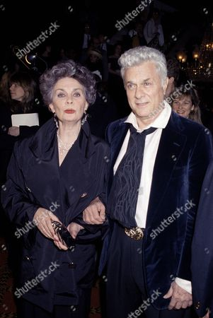 """Jean Simmons, Tony Curtis Jean Simmons and Tony Curtis enter the Ziegfeld Theatre in New York, for the New York premiere of the newly restored and uncensored version of """"Spartacus"""" to benefit the American Film Institute's Preservation Fund. The two starred in the 1960 epic along with Kirk Douglas who was unable to attend"""