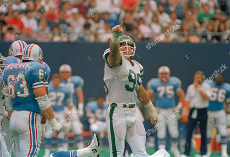 Mark Gastineau New York Jets Mark Gastineau responds to cheering fans during the Jets 45-3 win over the Houston Oilers in East Rutherford, N.J., . Oilers Mike Munchak appears at left