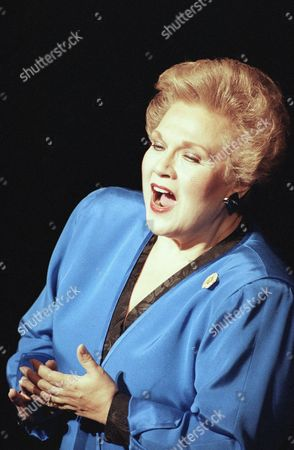 """Marilyn Horne Marilyn Horne sings """"Somewhere"""" from the play """"West Side Story"""" at a tribute for conductor Leonard Bernstein held at the Majestic Theater, New York. Bernstein died on October 14 at age 72"""