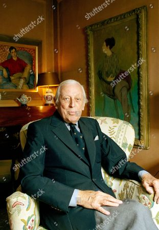 """Watchf Associated Press Domestic News Entertainment New York United States APHS38721 MASTERPIECE THEATER Alistair Cooke of PBS-TV """"Masterpiece Theater"""" at his NY City apartment, February 1991"""