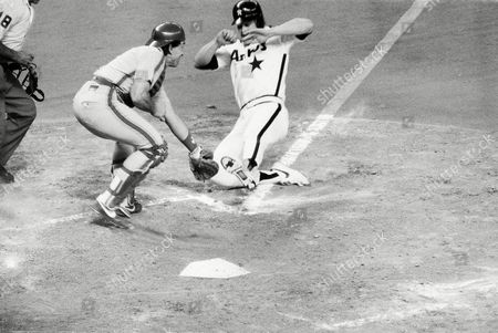Glenn Davis Houston Astros' Glenn Davis beats the tag from New York Mets' catcher Gary Carter to score on a sacrifice fly by Craig Reynolds in the sixth inning at the Houston Astrodome